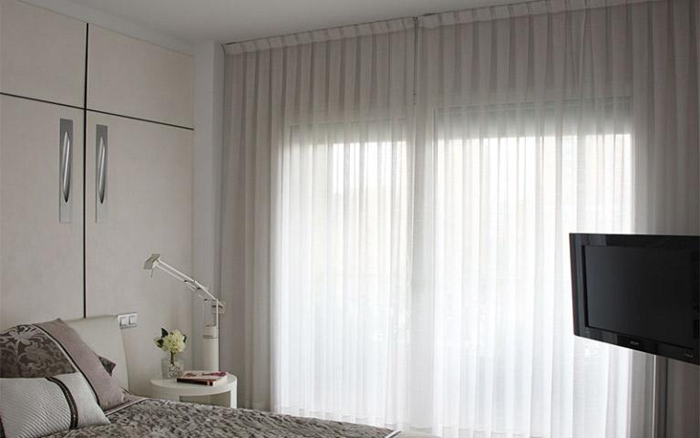 618fca1afa ... propri clienti e riesce a consigliare il meglio per fare delle tende un  prezioso complemento d'arredo: da oltre 30 anni si occupa di tendaggi e  tessuti ...